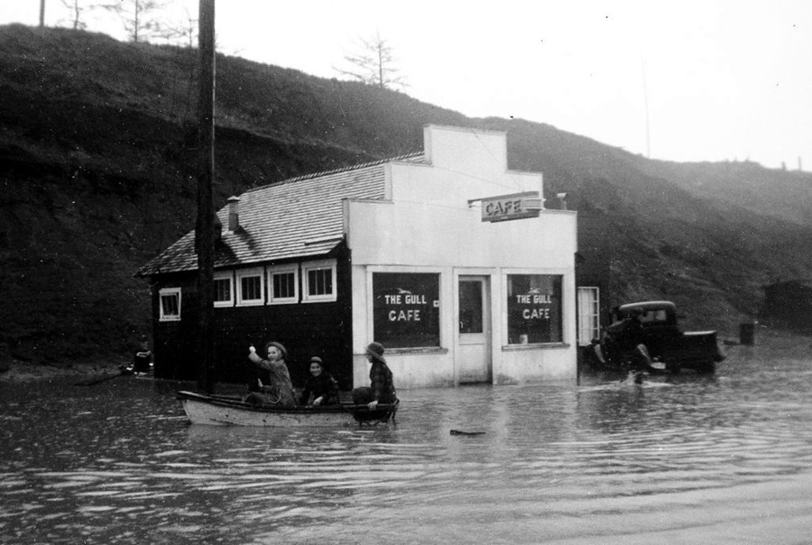 The Gull Cafe during the big Christmas flood of 1940