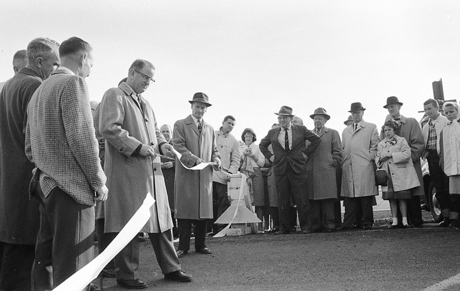 The 1960 opening of Highway 101