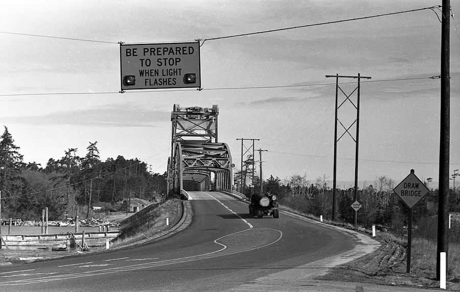 New Bullards Bridge warning signal, 1962