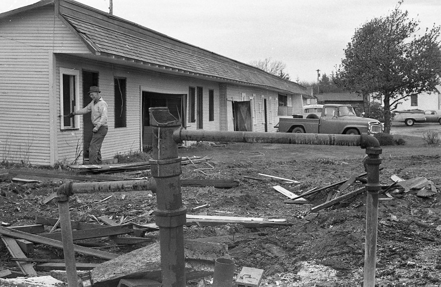Tearing down Dunn's Auto Court/Motel, 1963