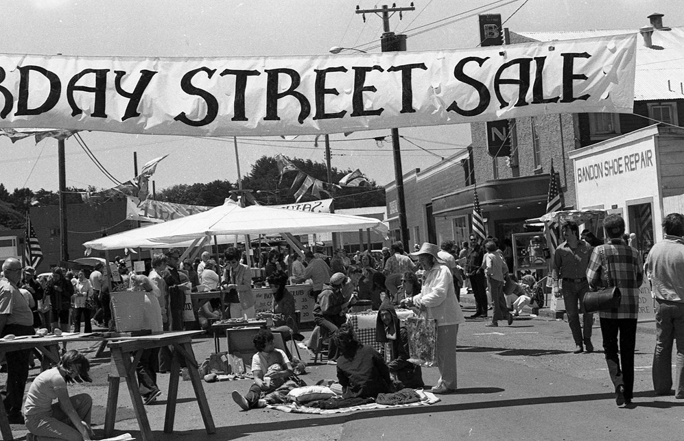 Saturday Street Sale, 1975