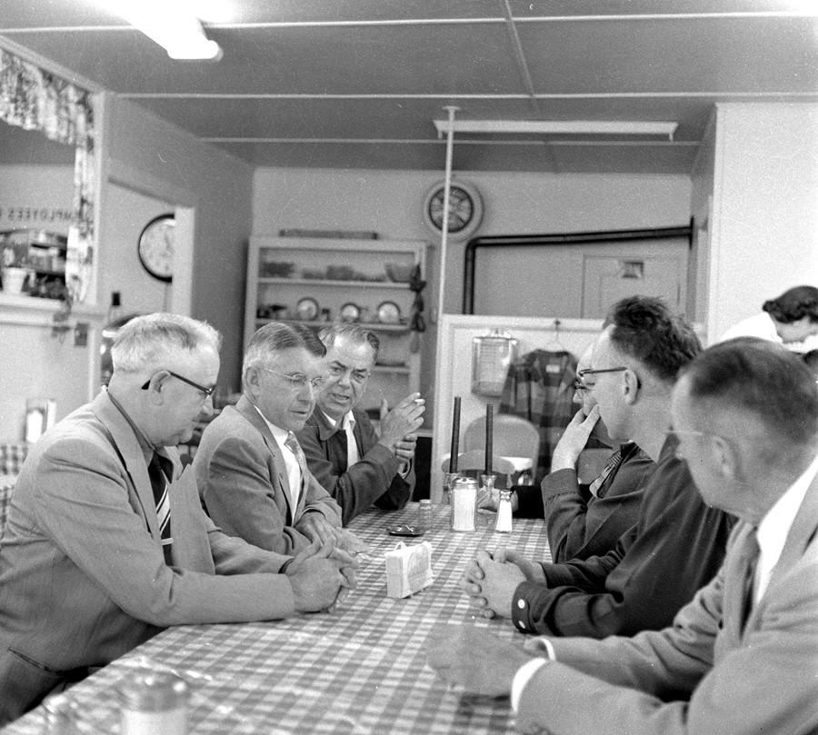 Oregon governor meets w/Bandon leaders, 1956