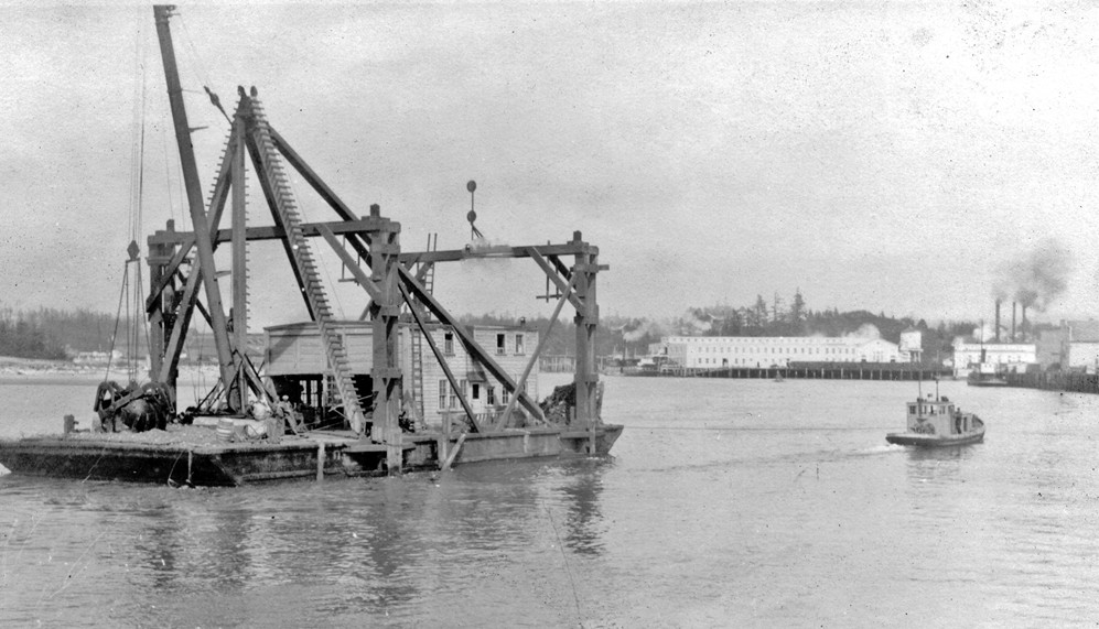 Floating dredge, 1920s