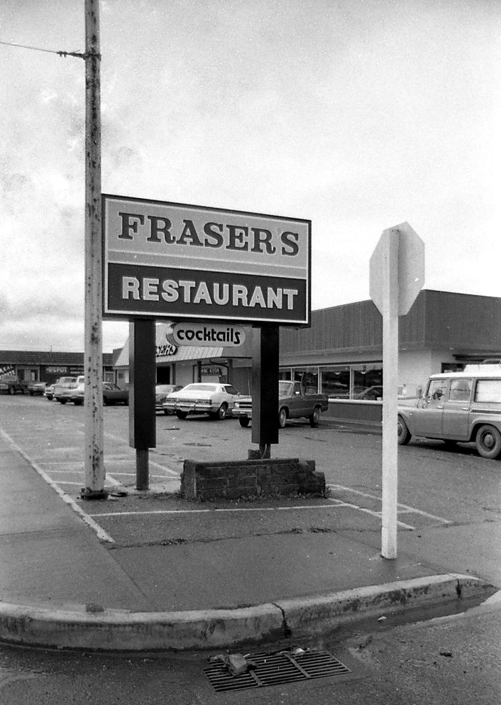 New sign, Fraser's Restaurant, 1978