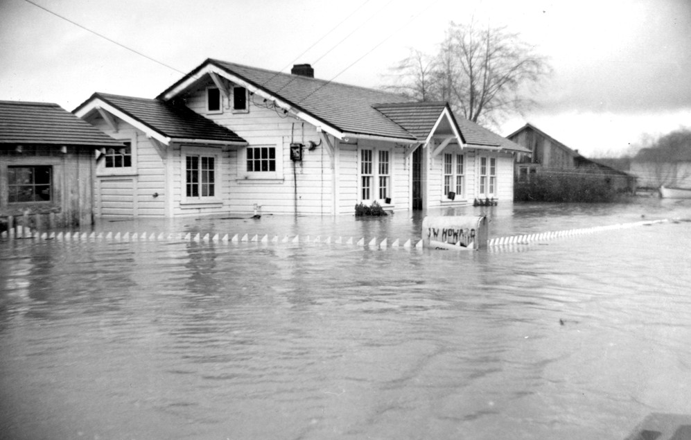 Prosper home flooded by Coquille River