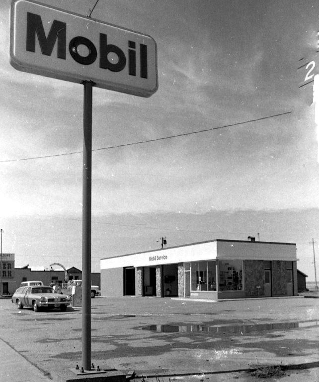 Mobil station, 1974