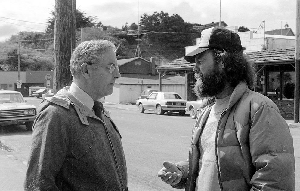 Governor Vic Atiyeh visits Bandon, 1981