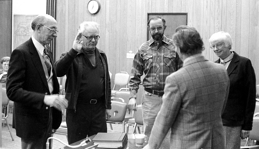 Swearing in of the mayor and three new city councilors, 1981