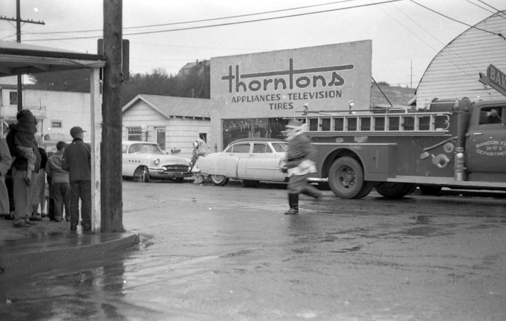 Santa races across Second Street, 1959
