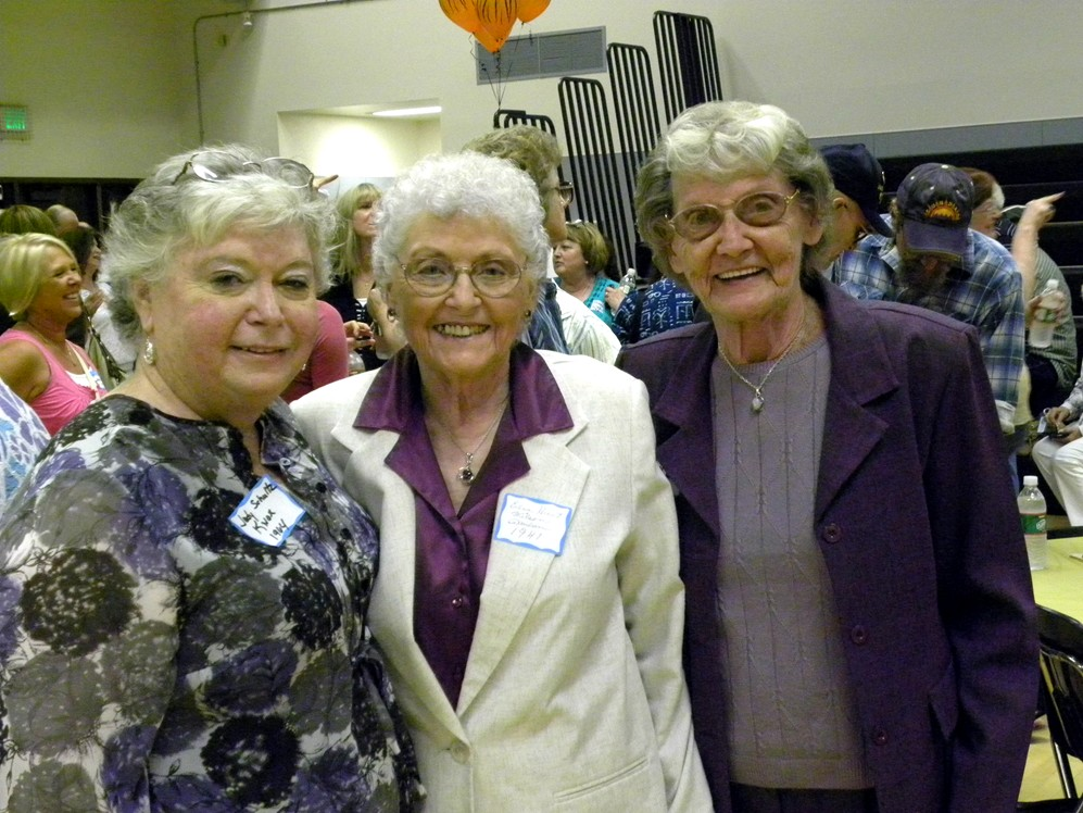 Judy Knox w/ Edna Hunt Wilson Paulsen and her twin sister Edith Hunt Winters