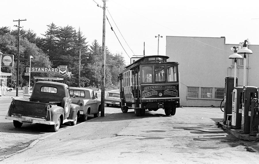 Circus bus, 1966